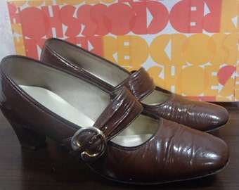 "Brown Patent Leather Buckle Front Shoes by Naturalizer ""The Shoe With The Beautiful Fit"" Size 7"