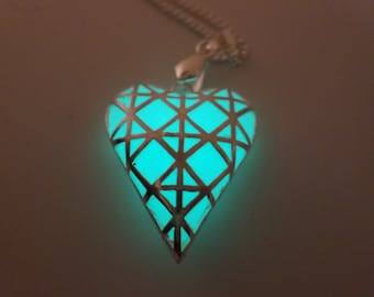 Glowing Necklace , Glowing Pendant , Glow in the dark necklace , Heart Necklace , Heart Pendant, Glow in the dark jewelry