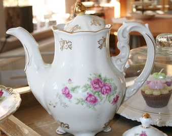 Romantic looking teapot with lovely roses