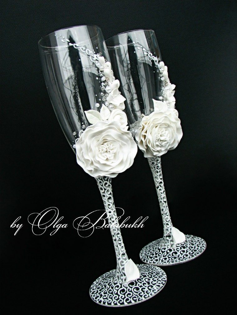 wedding cake champagne glasses white champagne wedding glasses with a beautiful white flower 22179