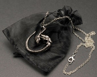 Alien movie Xenomorph necklace –Nostromo chest burster / face hugger – H R Giger Alien – Ripley cosplay prop – jewelry / jewellery