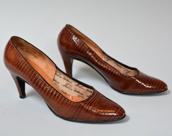 50s Lizard Pumps - Vintage FiftiesThomas Wallace Brown Lizard Embossed Leather Pointy Toe High Heels Size 8 AA Mad Men Ladies Shoes