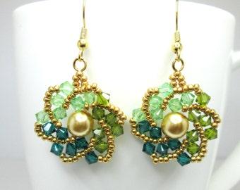Flat spiral earrings, swarovski earrings, green earrings, emerald swarovski, pearl earrings, swarovski crystal, peridot, ER014