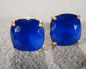 Vintage Traditional Style Yellow Gold Tone Stud Style Blue Glass Stone Pierced Earrings Jewelry    K