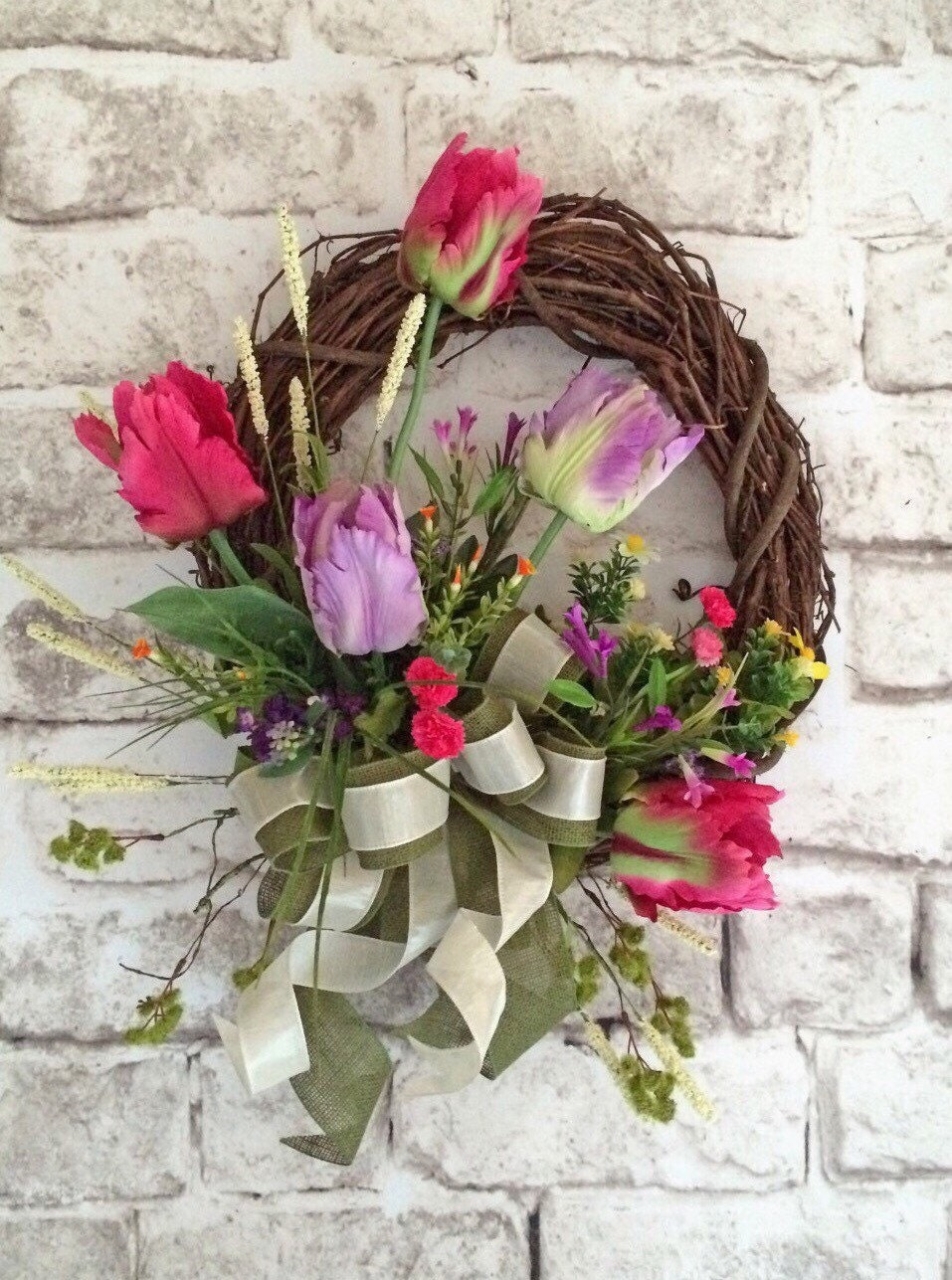 Fritillaria Mixed Spring Daisy Flowers Wreath from our New ... |Spring Flower Wreath