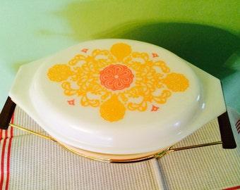 Vintage Pyrex Seville Yellow Orange Oval 2 1/2 Quart Casserole with Warmer #045