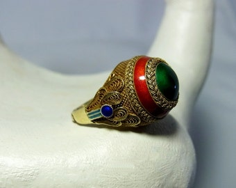 Impressive adjustable vermeil Chinese export silver ring with green, dark orange and shades of blue enamel from the early 20th century