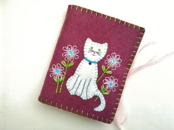 Wool Felt Needle Book Cat Needle Case Embroidered Flower