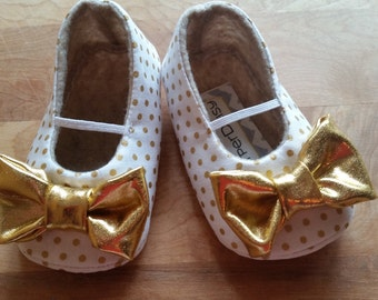 PIPER baby girl shoes.  White with gold polka dots. Gold bows