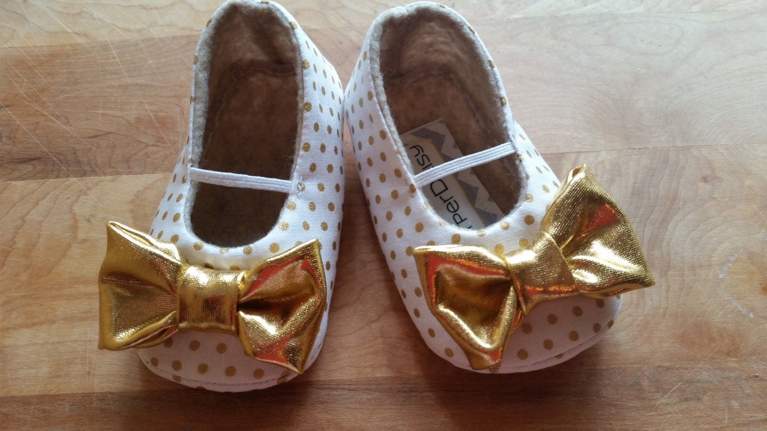 PIPER baby girl shoes White with gold polka dots Gold bows