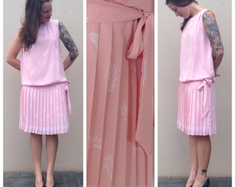 Vintage // baby pink w white flower detail // ruffle pleated skirt below the hip // babbydoll // sz m //