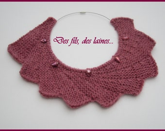 Knitted asymmetrical necklace