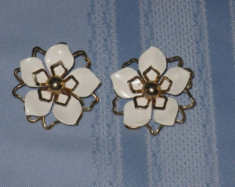 Vintage pair Emmons clip on earrings white enamel gold tone flowers