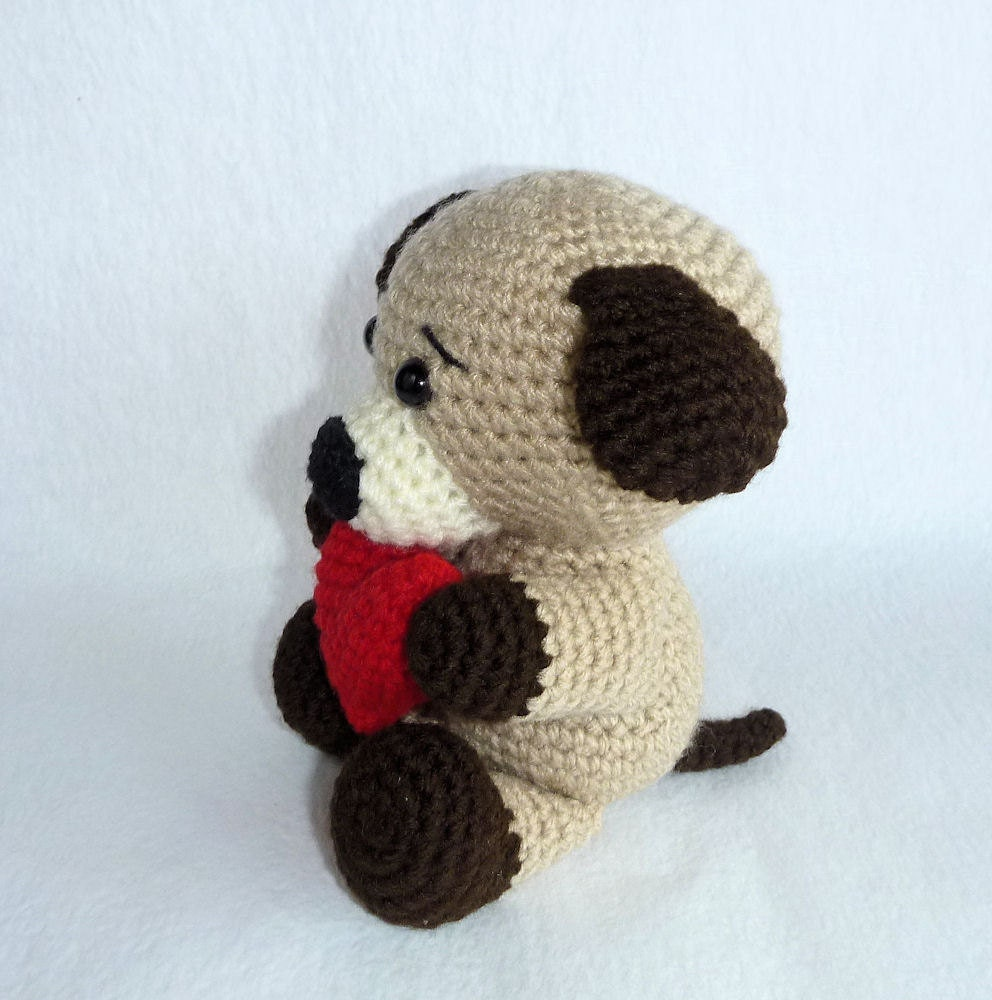 Puppy Love Amigurumi chien avec coeur Crochet par ...