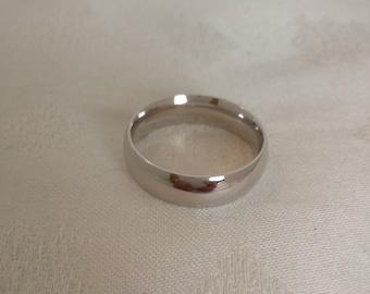 14k White Gold Comfort Fit Wedding Band - EB293