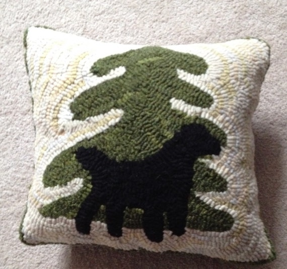 "Dog Hooked Rugs: ""Labrador Retriever By Pine"