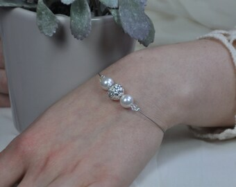 Bride in pearls and crystals, jewelry wedding bracelet