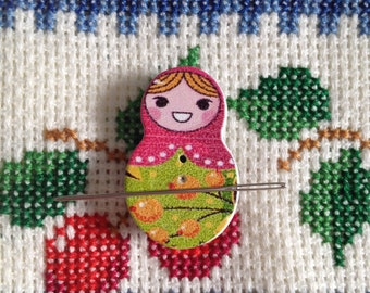 Mini Russian Doll (Green and Pink) Needle Knack