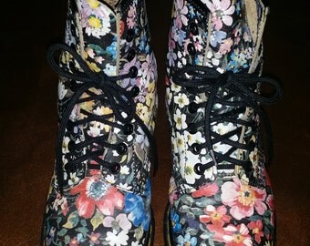 Vintage 1990's Flowered 8 Eye Lace Up DOC MARTENS Combat Boots