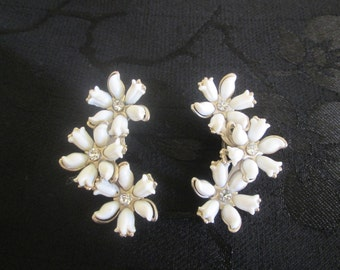 1960's White Floral/Daisy/Cascade Clip On Earrings/Silvertone Metal/Rhinestones   14013