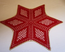 Poinsettia, crocheted Doilies, crochet star in red with gold trim