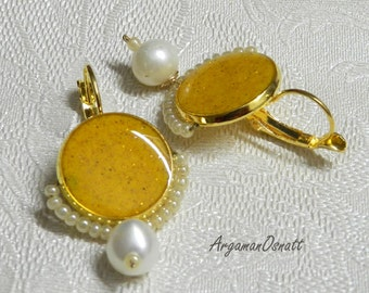 Yellow earrings with pearls. Vintage Style earrings. pearl earrings, victorian style earrings, round earrings, gold leverback earrings