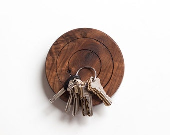 La cible magnetic key holder - in walnut