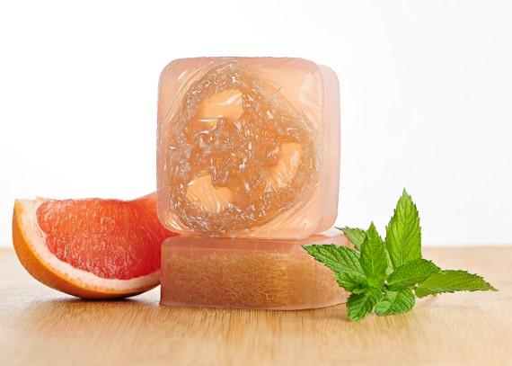 溶かして固めるだけ!おしゃれで簡単なDIYプチギフト、手作り石鹸レシピ♡  で紹介している画像