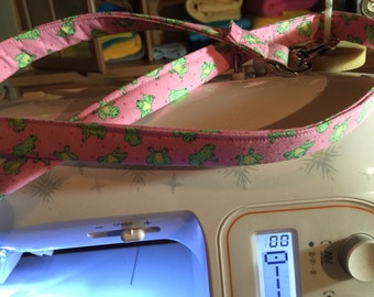 Frog leash in pink   Matching collar available