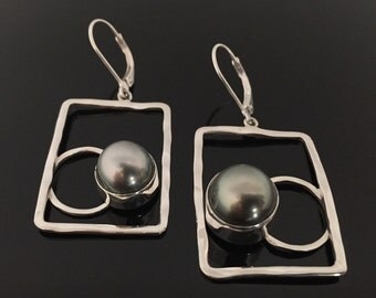 Tahitian Pearl Sterling Silver Earrings//Luxe Genuine Tahitian Pearl//Hammered Sterling//Lever Back