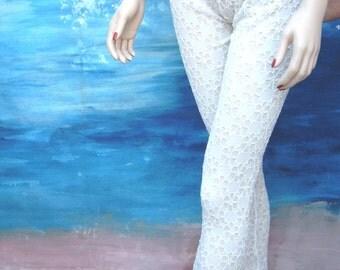 Off white leggings, white leggings, cropped leggings, capris,  stretch pants, yoga pants, stretch leggings, summer, women, beach, fashion.