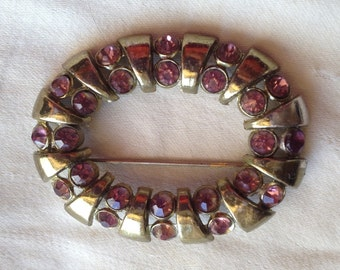 Vintage Open Oval Gold Tone Brooch with Light Amethyst Rhinestones