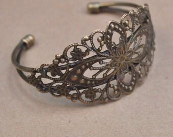 1pcs Bronze Flower Cuff Bracelets,Filigree Cuff bracelet,Antique Bronze Bracelet with filigree flower tray blanks,adjustable bracelet.