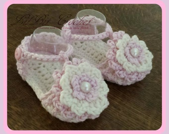 Handmade Crochet Simply Summer Sandals, Baby Girl FlipFlops, Booties, pink & cream flower and pearl button, newborn, 0-3 months, 3-6 months