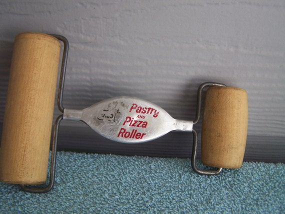 vintage ekco pastry and pizza roller. Black Bedroom Furniture Sets. Home Design Ideas