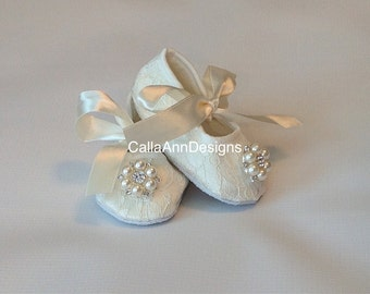 Ivory lace baby shoes is just right for your little princess. Perfect for Christening/Baptism, Wedding or any special occasion