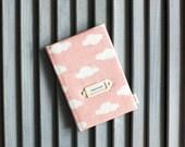 Couverture de passeport « Nuages roses »