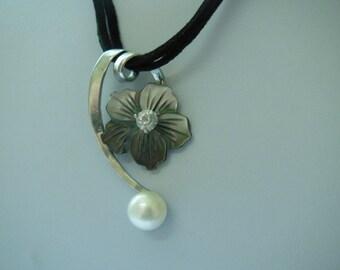 Vintage Necklace Black Lip Shell Flower Pendent Necklace
