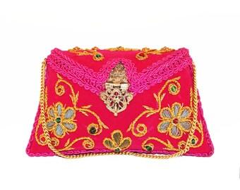 Ruhmet Flower Twirl Clutch Bag Pink