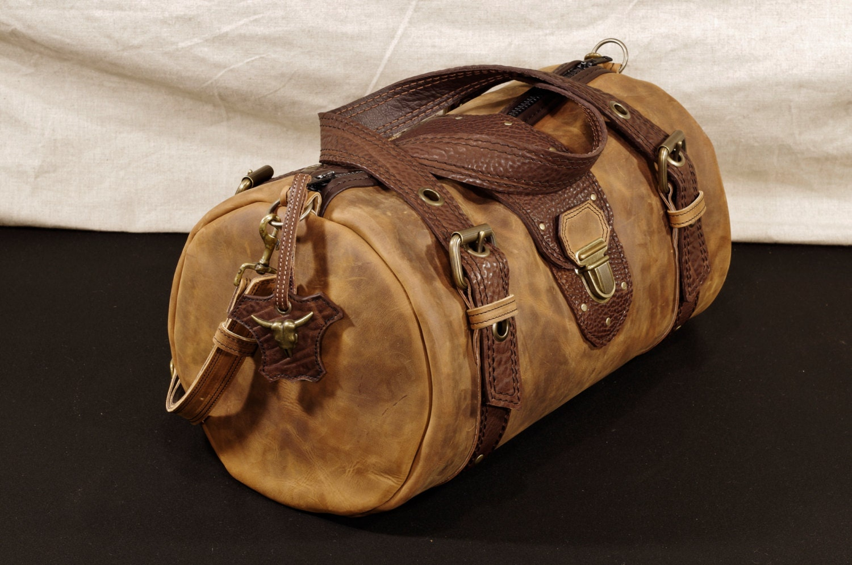 sac main polochon en cuir marron sac de. Black Bedroom Furniture Sets. Home Design Ideas