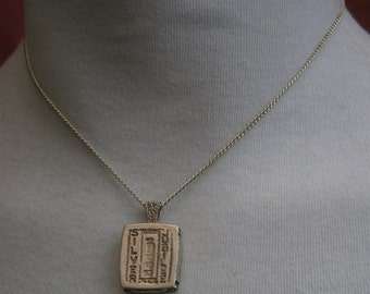 B41) A lovely vintage Hallmarked 925 Silver Jubilee Celtic motif ingot pendant necklace with chain