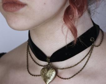 Velvet Ribbon Chain Locket Choker