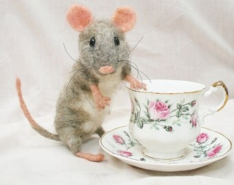 Needle Felted Mouse - Mouse Sculpture - Fiber Art - Artist Mouse
