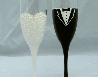 Wedding Toast Flutes, Bride and Groom Flute, Hand Painted Champagne Flute Set, Bride and Groom, Toasting Glasses, PERSONALIZED, Wedding