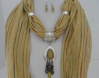 Scarf in Gold with Pendant and Earrings