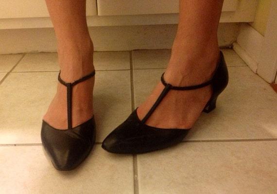 1960s style black t-bar kitten heels.size 9.size 8