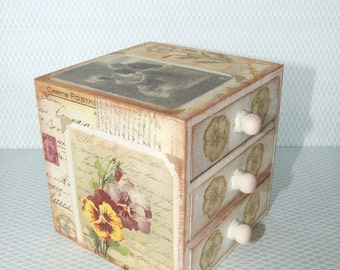 jewellery box/ mini chest of drawers