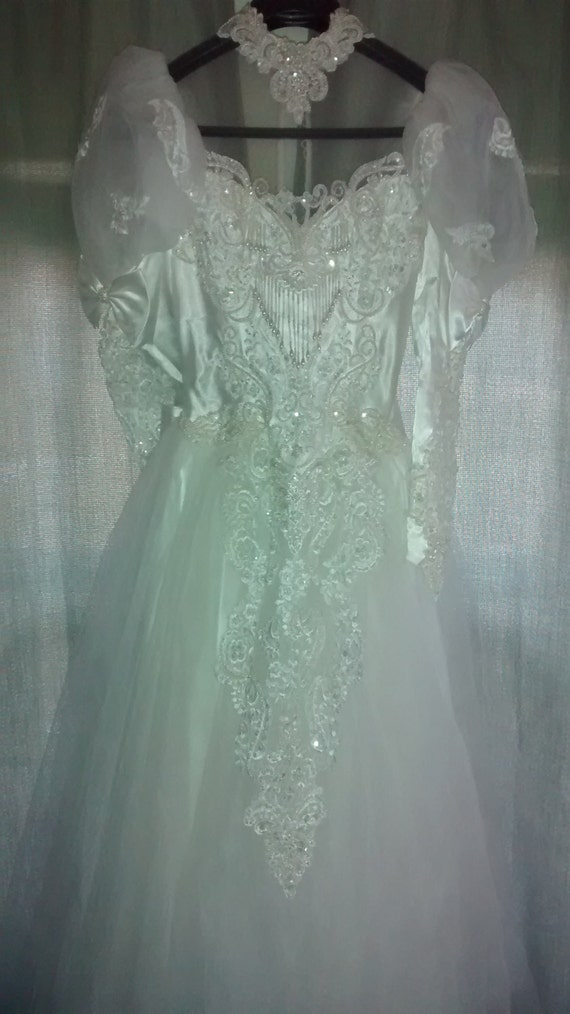 Vintage wedding gown beaded back intricate detail white bridal for Wedding dress with back detail