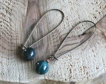 Avery earrings, green dangle earrings, long earrings, agate earrings, green earrings, metal earrings, dangle earrings, minimalist earrings