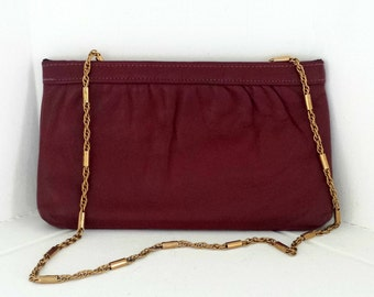 Vintage Red Shoulder Purse with Gold Chain Strap, Hand Clutch, Facile Spring Snap Closure,